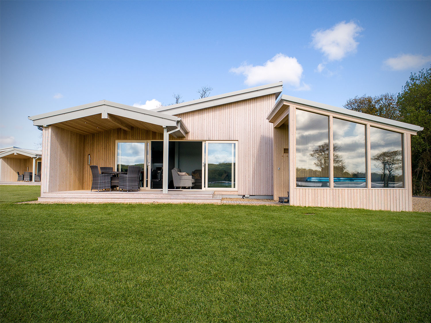 mullans bay lakeside lodges exterior